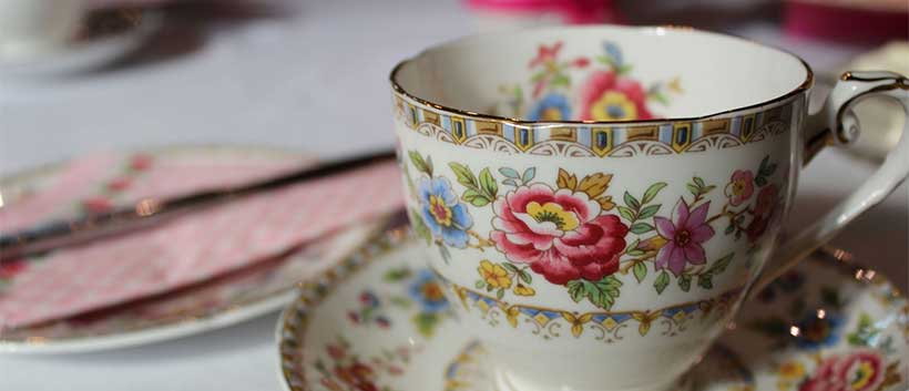 Tea parties can be a fun activity for seniors with Alzheimer's.